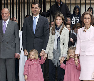Spain's King Juan Carlos recovering after surgery