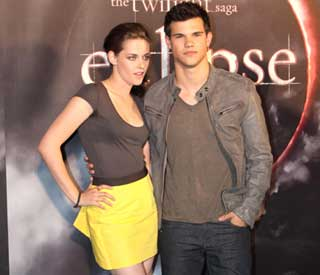 Fans meet Kristen Stewart and Taylor Lautner in Oz
