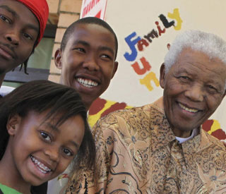 Nelson Mandela cancels appearances after family death
