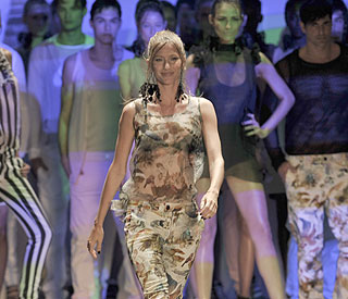 Gisele back on catwalk six months after having baby