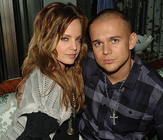Mena Suvari weds concert producer love at the Vatican
