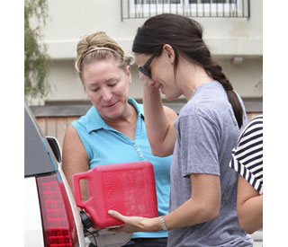 Jennifer Garner rescues driver stranded without petrol