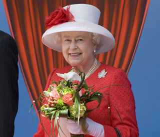 Queen works patriotic look for Canada Day