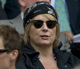 Jennifer Saunders winning breast cancer battle