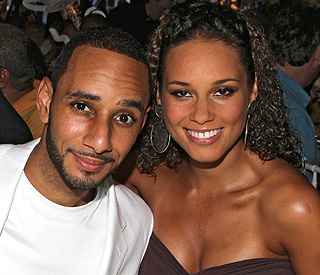 Alicia Keys weds long-term love Swizz Beatz