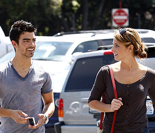 Love bites: 'Twilight's Ashley Greene and Joe Jonas?