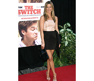 Jennifer Aniston simply stunning at 'Switch' screening
