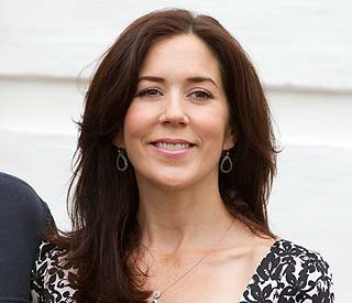 Princess Mary returns home to share twin joy with family