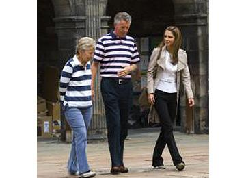 Queen Rania catches up with her former school teacher