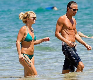 Aloha Hawaii: Britney and beau on romantic getaway