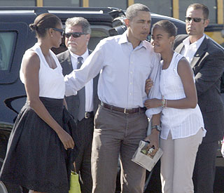 Daddy's 'baby' Malia Obama, 12, has a growth spurt