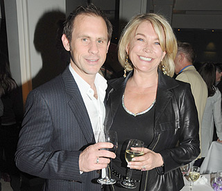 Amanda Redman weds her toyboy after 11 years