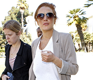 Judge issues arrest warrant for troubled Lindsay Lohan