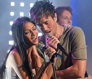Nicole Scherzinger and Enrique Iglesias get steamy