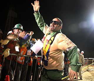 World rejoices as Chilean miners rescue begins