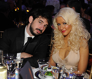 Christina Aguilera files for divorce
