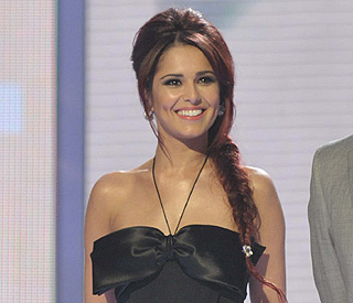 Cheryl Cole looks red hot as she unveils her new image