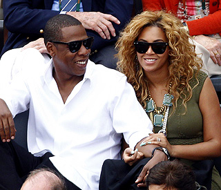 Beyonce's mum dismisses pregnancy rumours