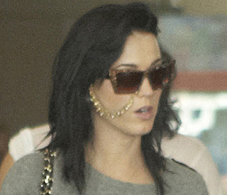 Camera-shy Katy Perry gets bridal nose ring