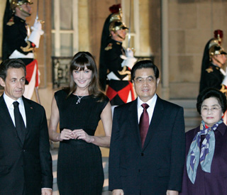 Carla's sumptuous Elysee welcome for Chinese leader