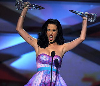 Katy Perry's 2011 off to brilliant start with two trophies