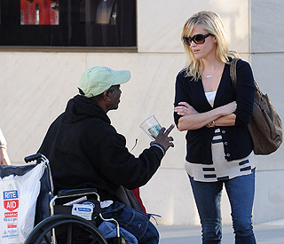 Reese Witherspoon's generosity to homeless man