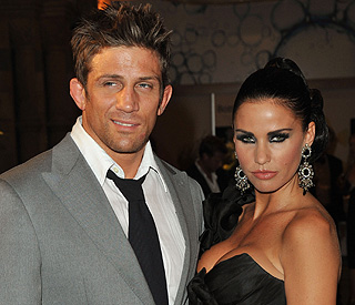 Katie Price asks 'fame hungry' Alex Reid to move out