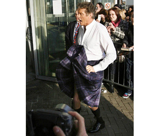 Hello Scotland: David Hasselhoff thrills fans in a kilt