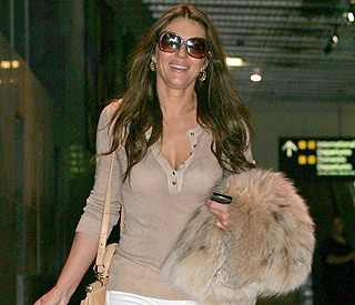Elizabeth Hurley jets to Australia for romantic tryst
