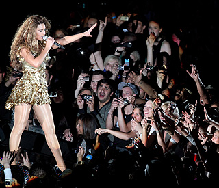 Beyonce to headline Glastonbury 2011