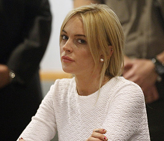 Lindsay Lohan considers plea deal, tweets innocence