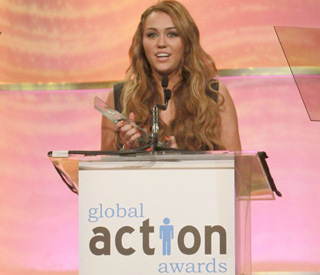 Miley Cyrus honoured with youth leadership award