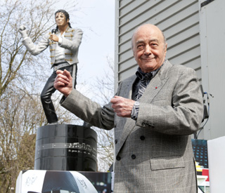 Mohammed Al Fayed unveils Michael Jackson statue