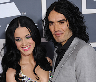 Supportive Katy Perry flies to be by Russell's side