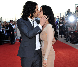 Russell kisses Katy and Helen Mirren on red carpet