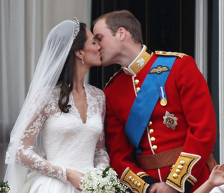 Newlyweds seal their love on the palace balcony