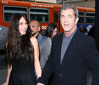 Mel Gibson's ex drops violence claims in custody case