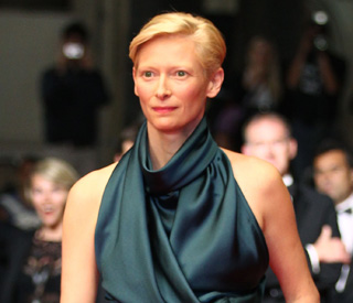 Tilda Swinton scared by tomato mob