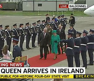 Queen pays tribute to Irish hosts in emerald green