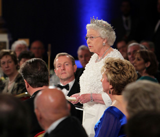 Queen delights by using native Irish language in Dublin
