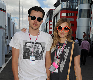 Fearne Cotton announces split from skater fiancé