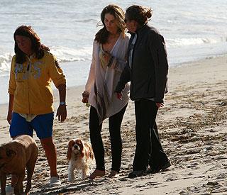 Maria Shriver regroups with friends following scandal