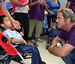 Mel Gibson tends to sick kids in Guatemala