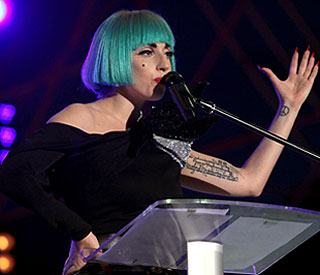 Lady Gaga 'defends love' at gay rights rally in Rome