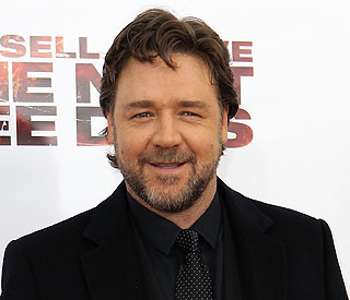 Russell Crowe 'very sorry' for Twitter comments