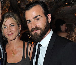Jennifer Aniston and Justin wear matching rings