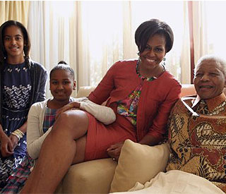 Lucky Malia and Sasha Obama meet Nelson Mandela
