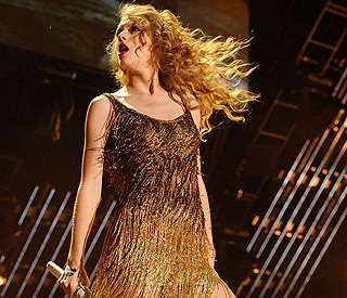 Taylor Swift 'so sorry' about first ever postponement