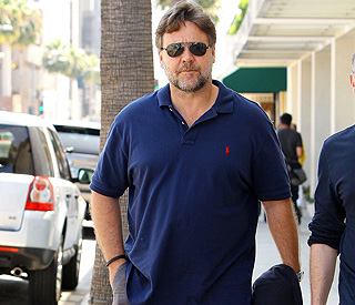 Russell Crowe turns to Twitter to help shed weight