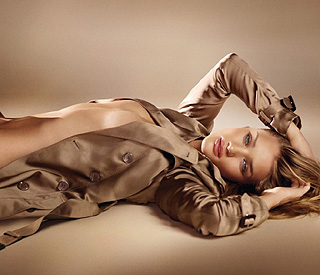 Rosie Huntington-Whiteley dares to bare for Burberry